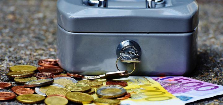 Raha-asioiden hoitaminen ja korkojen laskeminen